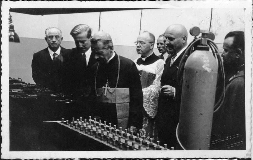 Poświęcenie fabryki gumy w Sanoku. Drugi od lewej Oskar Schmidt /Z archiwum Stomil Sanok SA /INTERIA.PL