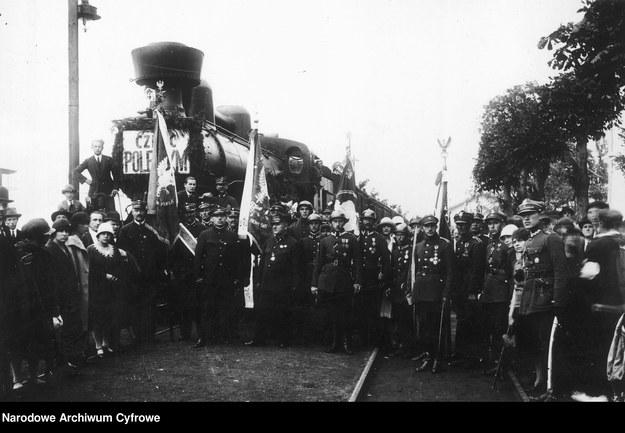 Poświęcenie przystanków na Cmentarz Obrońców Lwowa w Zadwórzu /Z archiwum Narodowego Archiwum Cyfrowego