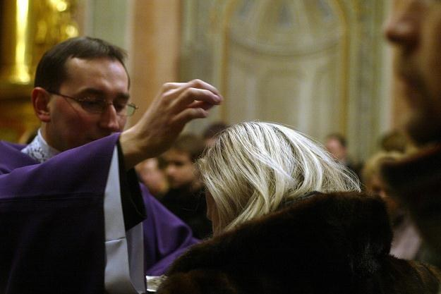 Posypywanie głów wiernych popiołem, fot Darek Redos /Reporter
