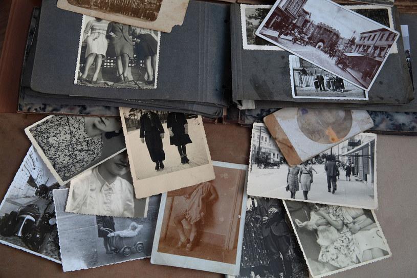 """Poszperaj w rodzinnej historii, może trafisz na """"ciekawego"""" przodka /123RF/PICSEL"""