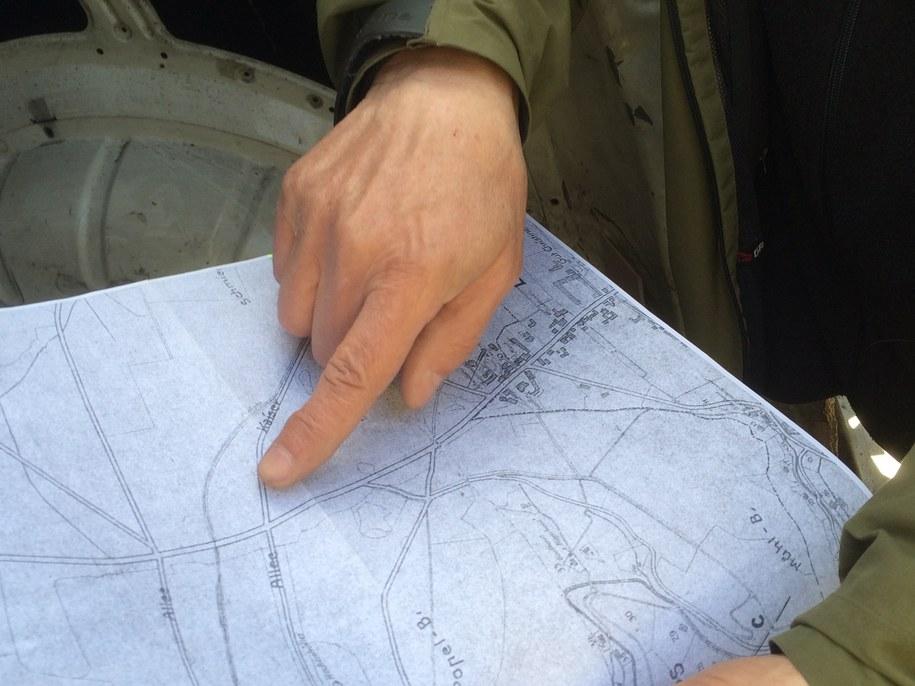 Poszukiwacze dysponują starymi zdjęciami lotniczymi tego miejsca, mapami i zeznaniami świadków /Bartłomiej Paulus /RMF FM