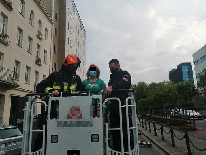 Poszukiwana 28-latka uciekła przed policją na dach kamienicy /Komenda Stołeczna Policji w Warszawie /Policja