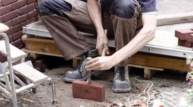 Poszukiwani są m.in. pracownicy budowlani, mechanicy, blacharze, elektrycy /© Panthermedia