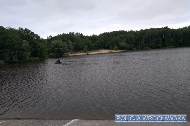 Poszukiwania 17-latka w rejonie Zalewu Sulistrowickiego /wroclaw.policja.gov.pl /