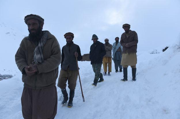 Poszukiwania zasypanych lawinami w prowincji Pandższer fot. Shah Marai /AFP