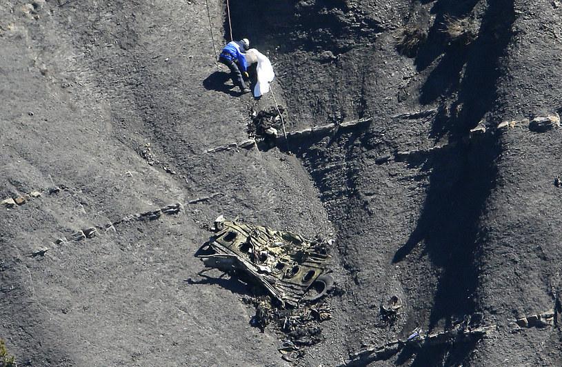 Poszukiwanie szczątków ofiar na miejscu katastrofy airbusa /Agencja FORUM