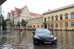 Potężna burza z gradem przeszła nad Gdańskiem. Zalane są ulice i tunele