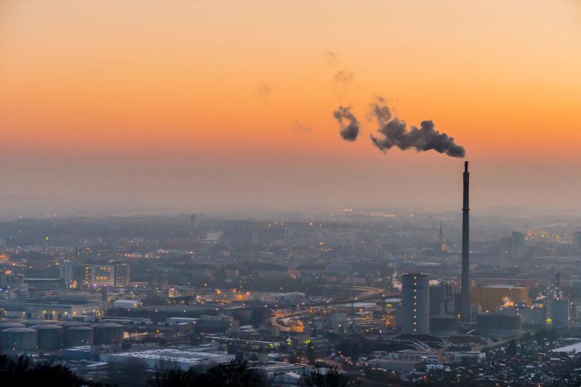 Potężna pula praw do emisji CO2 na polskim koncie /123RF/PICSEL