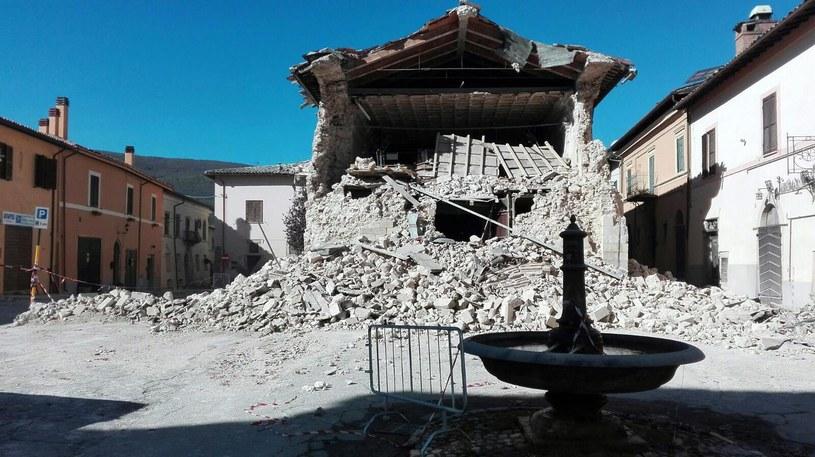 Potężne trzęsienie ziemi nawiedziło w niedzielę rano Włochy /MATTEO GUIDELLI  /PAP/EPA