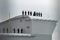 Potężny brytyjski lotniskowiec wchodzi do służby