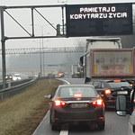 Potężny karambol na S7 koło Kielc: Wpadło na siebie 16 aut, są ranni