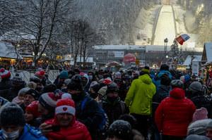 """""""Potężny najazd na Zakopane"""". Bójki, tańce i interwencje policji"""