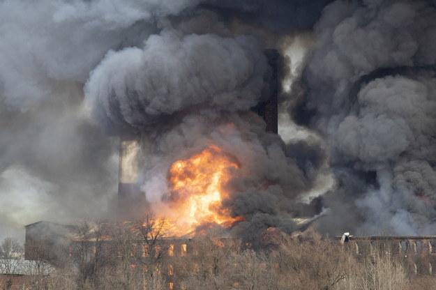 Potężny pożar fabryki /ANATOLY MALTSEV  /PAP/EPA