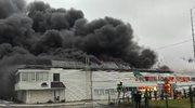 Potężny pożar hali w Radomiu opanowany. Trwa dogaszanie budynku