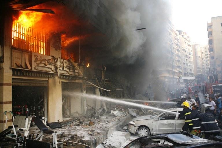 Potężny wybuch samochodu pułapki zabił w czwartek co najmniej 14 osób /AFP