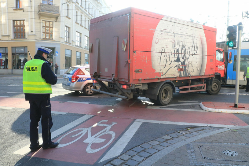 Potrącenie rowerzysty przy skręcie w prawo /JAROSLAW JAKUBCZAK/ POLSKA PRESS/Polska Press /Agencja SE/East News