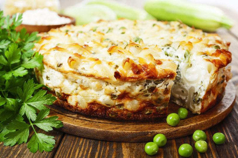 Potrawę można udekorować zieloną pietruszką lub groszkiem /123RF/PICSEL