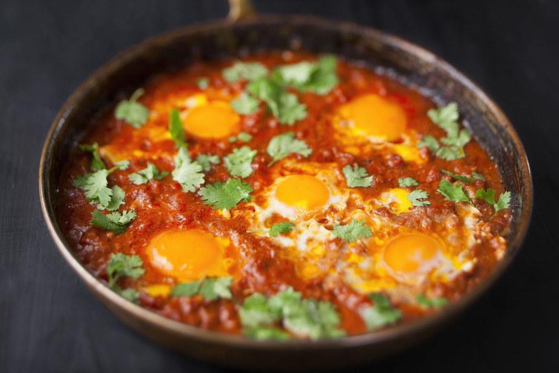 Potrawę rodem z Bliskiego Wschodu można łatwo wyczarować w zaciszu własnej kuchni /123RF/PICSEL