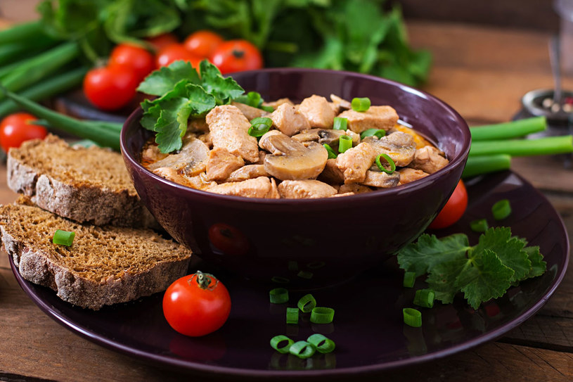 Potrawka z kurczaka /123RF/PICSEL