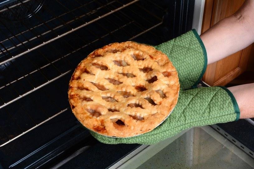 Potrawy upieczone w piekarniku parowym są bardziej soczyste /123RF/PICSEL