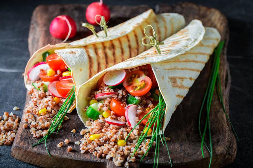 Potrawy z kaszą pęczak /©123RF/PICSEL