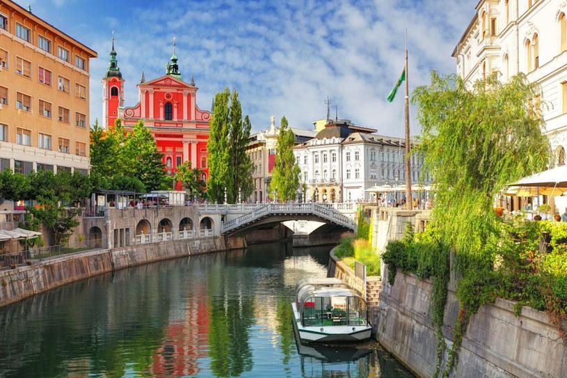 Potrójny most w Lublanie z widokiem na centralny plac i franciszkański kościół Zwiastowania NMP, czyli cesarsko-królewski barok w pełnym rozkwicie /123RF/PICSEL