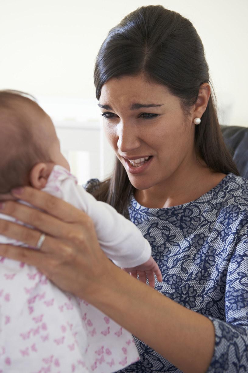 Potrząsanie dzieckiem to najgorsze, co można zrobić, chcąc je uspokoić /123RF/PICSEL