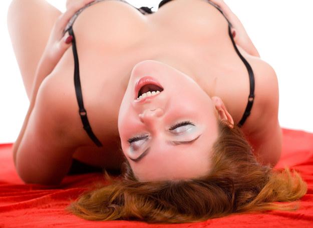Potrzeby i fantazje seksualne kobiet nadal są tematami tabu /123RF/PICSEL