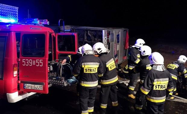Poważny wypadek autokaru na Dolnym Śląsku. 1 osoba zginęła, 19 jest poszkodowanych
