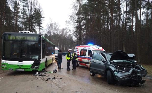 Poważny wypadek w Białymstoku. Zderzył się autobus z osobówką