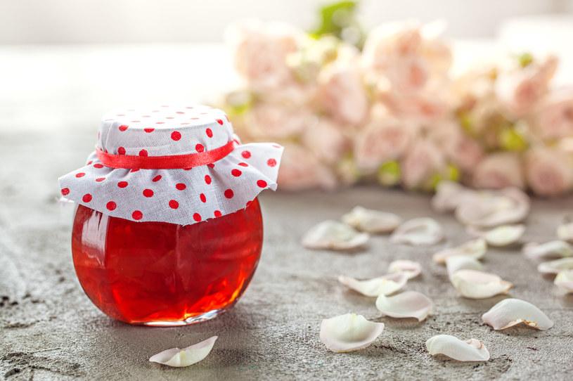 Powidła z róży nie tylko świetnie smakują, ale również podnoszą odporność /123RF/PICSEL