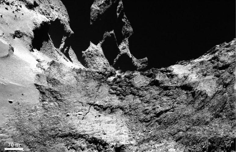 Powierzchnia komety 67P/Churiumov-Gerasimenko. /materiały prasowe