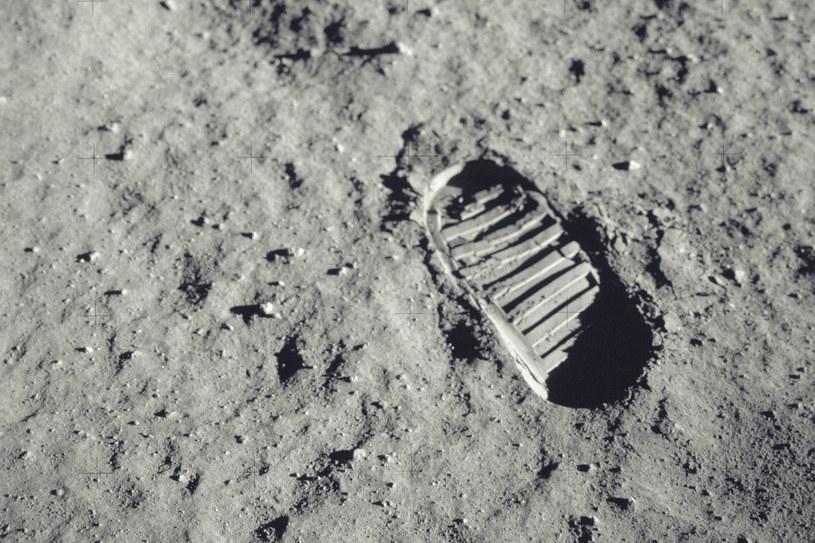 Powierzchnia Księżyca jest pokryta regolitem /123RF/PICSEL
