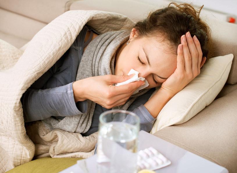 Powikłania po grypie mogą zagrażać życiu /123RF/PICSEL