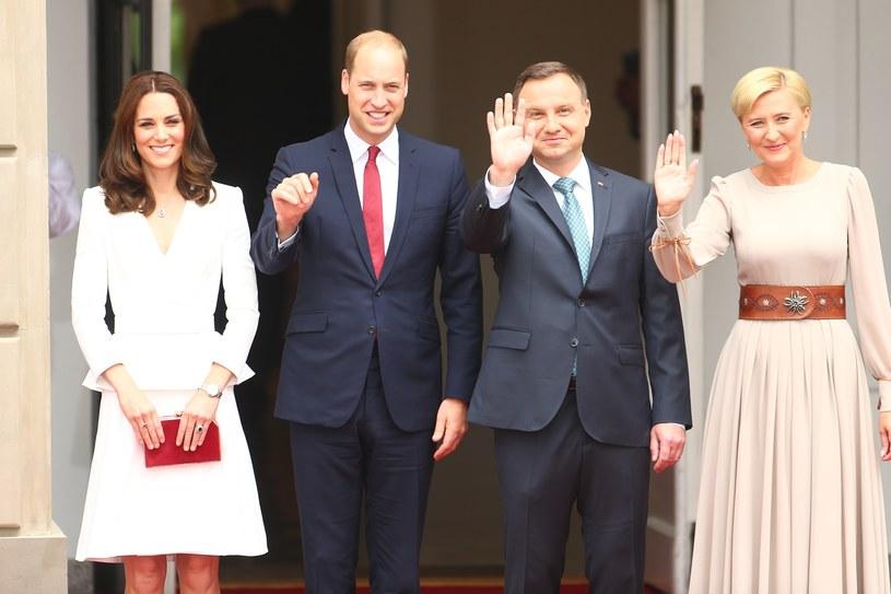 Powitanie książęcej pary przez prezydenta Andrzeja Dudą i Agatę Dudę! Wypadli lepiej od Kwaśniewskich? /East News