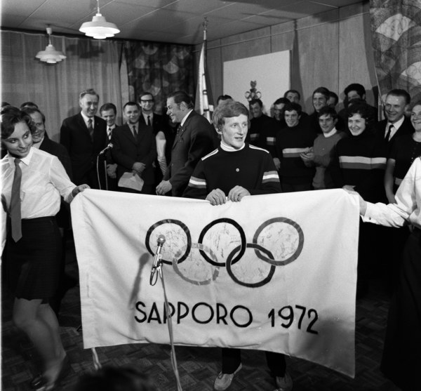 Mistrz olimpijski Wojciech Fortuna witany w siedzibie Polskiego Komitetu Olimpijskiego (PKOl) po powrocie z Zimowych Igrzysk Olimpijskich w Sapporo, Warszawa 1972