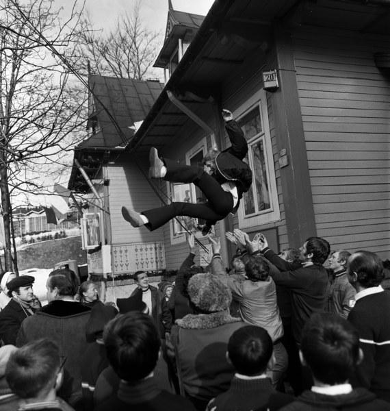 Powitanie mistrza olimpijskiego Wojciecha Fortuny w macierzystym klubie sportowym Gwardia-Wisla Zakopane po powrocie z Igrzysk Olimpijskich w Sapporo, Zakopane, 19.02.1972