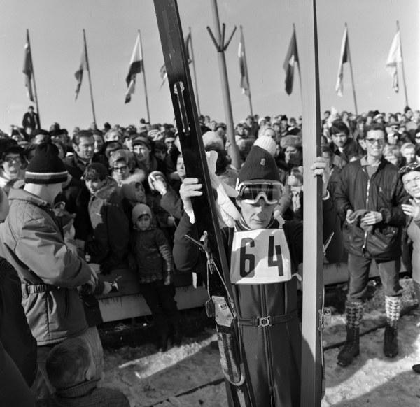 Konkurs skoków narciarskich na Wielkiej Krokwi zorganizowany po powrocie mistrza olimpijskiego Wojciecha Fortuny z Igrzysk Olimpijskich w Sapporo; n/z Wojciech Fortuna, Zakopane 1972
