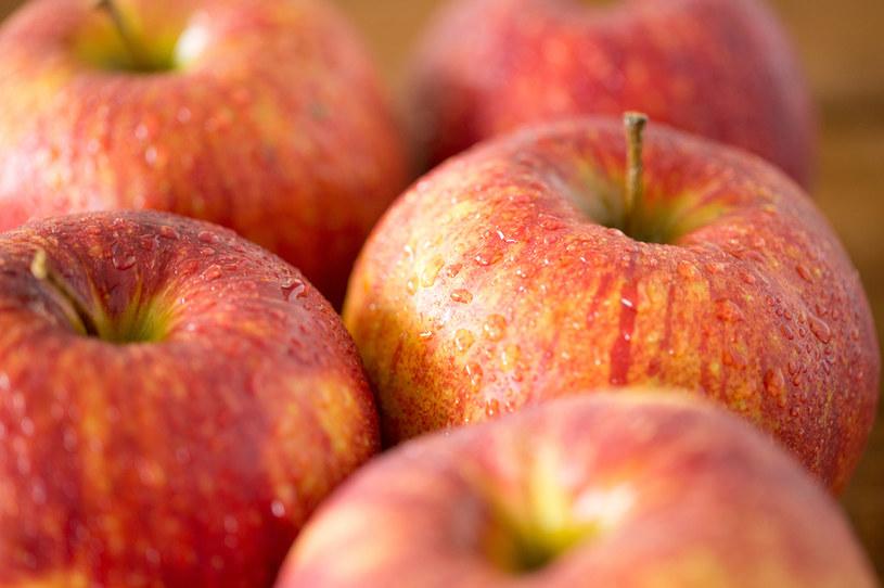 Powodów, by jeść jabłka, nie brakuje /123RF/PICSEL