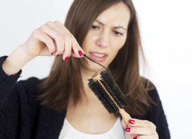 Powodów wypadania włosów może być mnóstwo /123RF/PICSEL