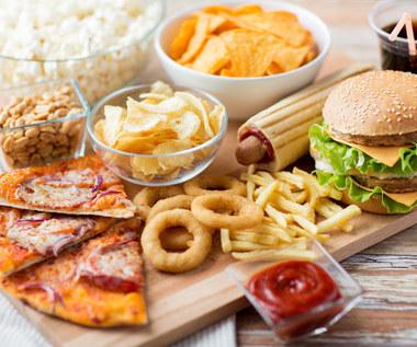 Powody, dla których nie warto jeść fast-foodów