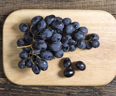 Powody, dla których warto jeść ciemne winogrona
