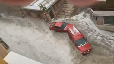 Powódź błyskawiczna i gradobicie w Madrycie. Woda porywała samochody