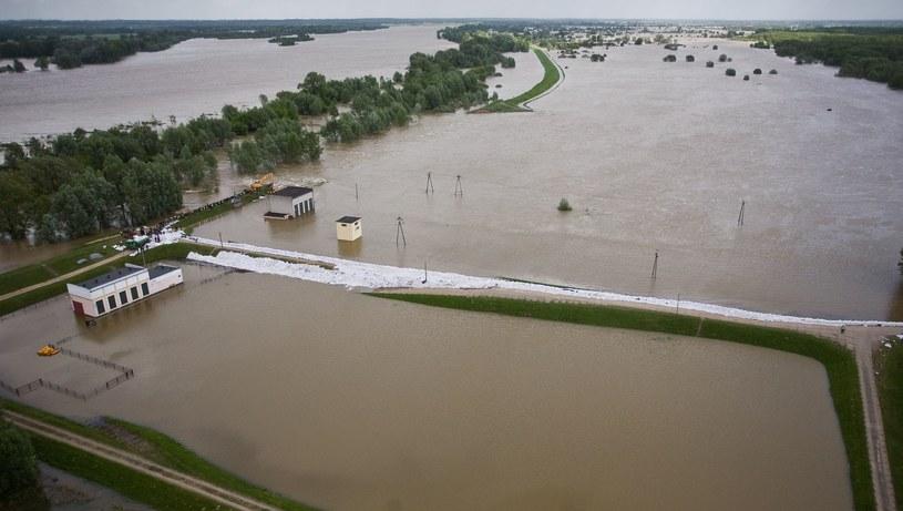 Powódź kontrolowana /AFP