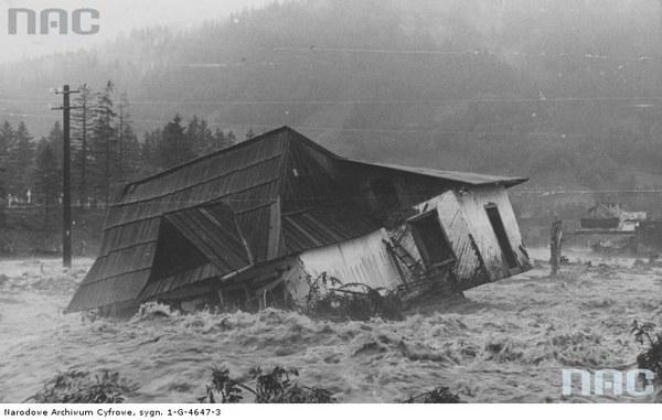 Jeden ze zniszczonych domów na Kamieńcu pod Gubałówką, Zakopane, 16.07.1934