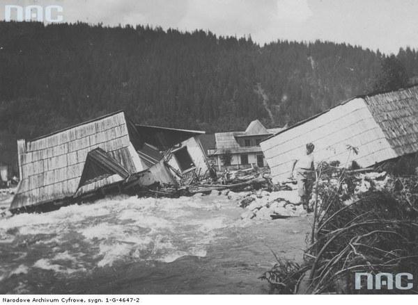Zniszczone domy na Kamieńcu, zalane przez potok Bystry, Zakopane, 16.07.1934