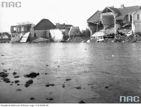 Nowy Sącz. Ruiny domów zniszczonych przez wody Dunajca, 1934