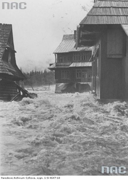 Zniszczone przez wody Bystrego Potoku domy w Zakopanem, 16.07.1934