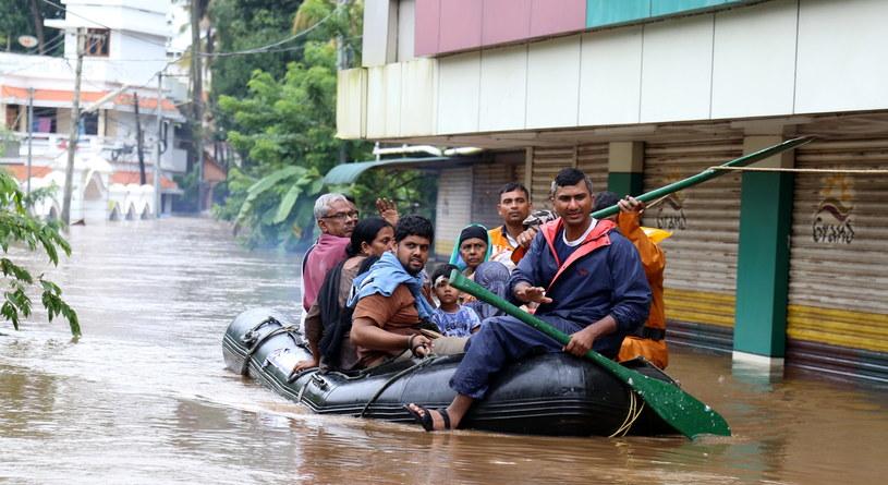 Powódź w Indiach /PRAKASH ELAMAKKARA /PAP/EPA