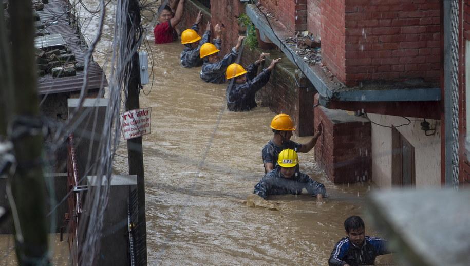 Powodzie w Nepalu /Narendra Shrestha /PAP/EPA